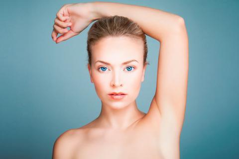 Mujer sin vello tras la depilación láser