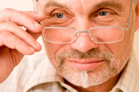 bb7d189955 Presbicia o vista cansada, qué es y causas - Salud al día