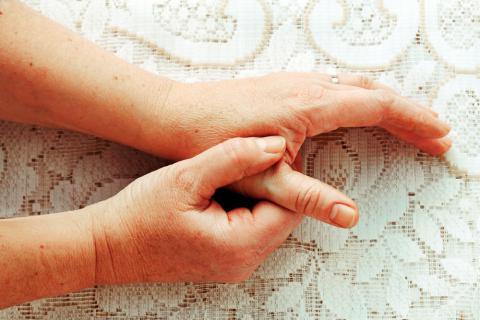 dolor en dedo gordo de la mano