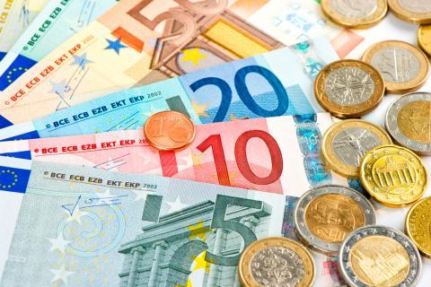 Monedas y billetes tienen un riesgo bajo de transmitir el coronavirus