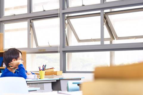 Ventilar aulas y oficinas para reducir el riesgo de COVID-19