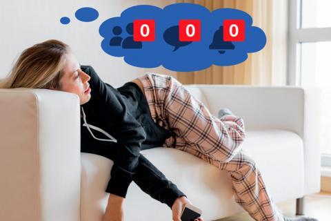 Chica que sufre adicción a las redes sociales