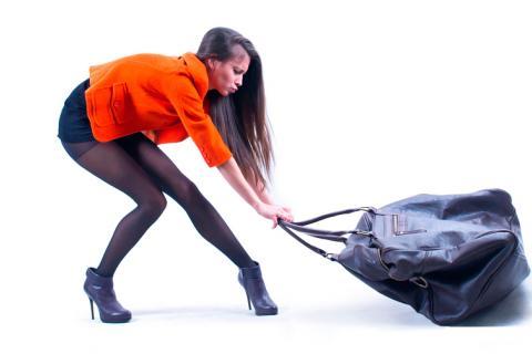 95e8cba9f Advierten de los peligros de llevar un bolso pesado