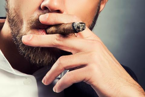 """Expresa tu momento """" in situ """" con una imagen - Página 32 Fumar_puros_riesgo_muerte_prematura"""